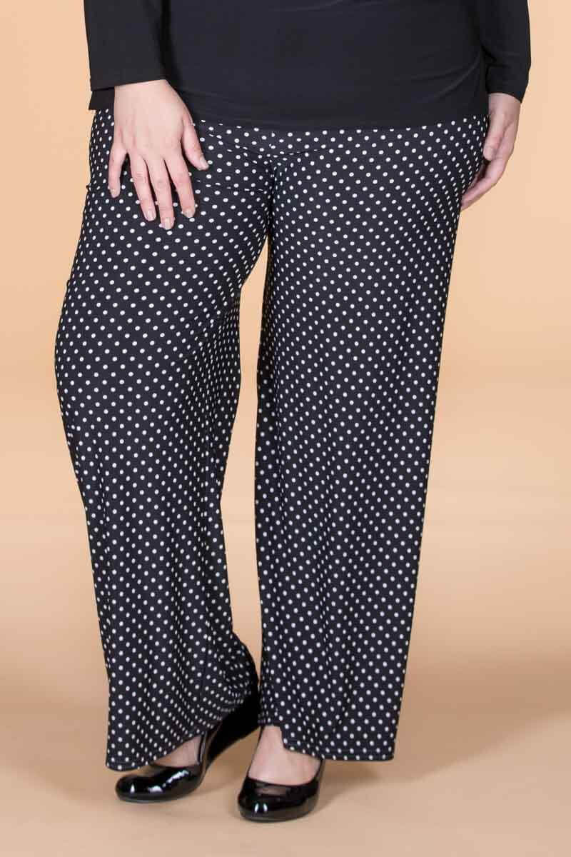flattering pants for curvy women